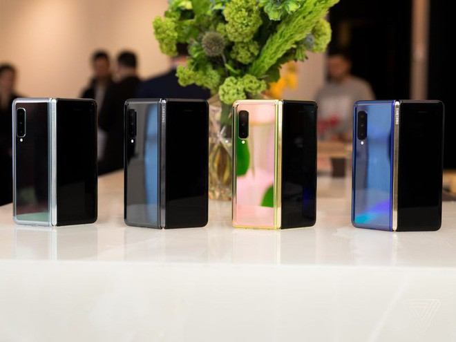 Samsung Galaxy Fold: Cấm cực sướng tay, phầm mềm gây sốc